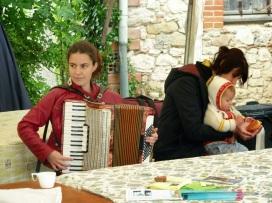 Dorothée à l'accordéon